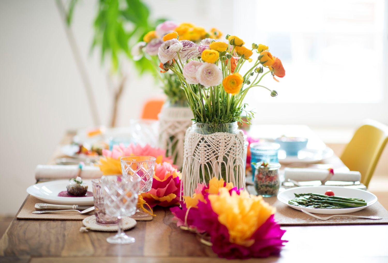 חגיגה אביבית של רעיונות והדרכות יצירה, טעמים וצבעים לשולחן החג