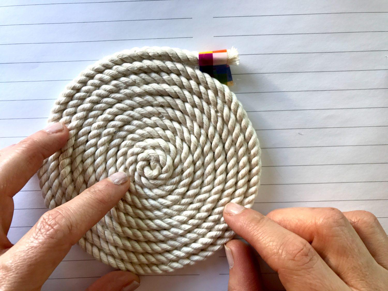 הדרכה להכנת תחתיות לכוסות מחבל