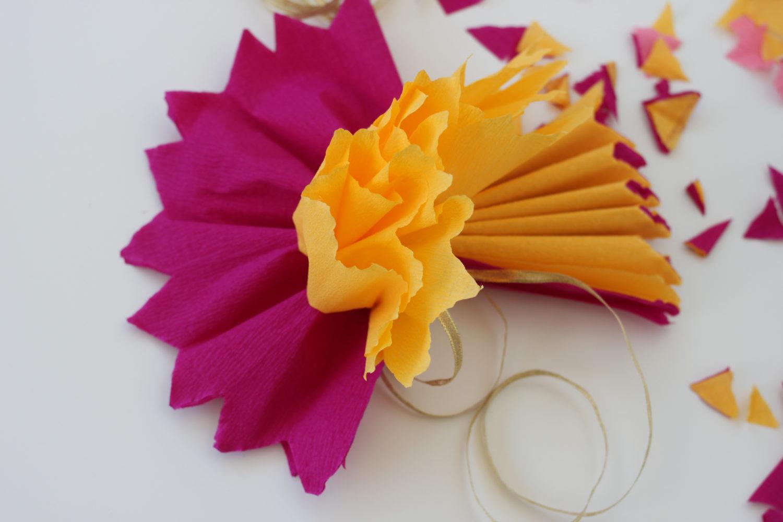 הדרכה להכנת פרחי נייר